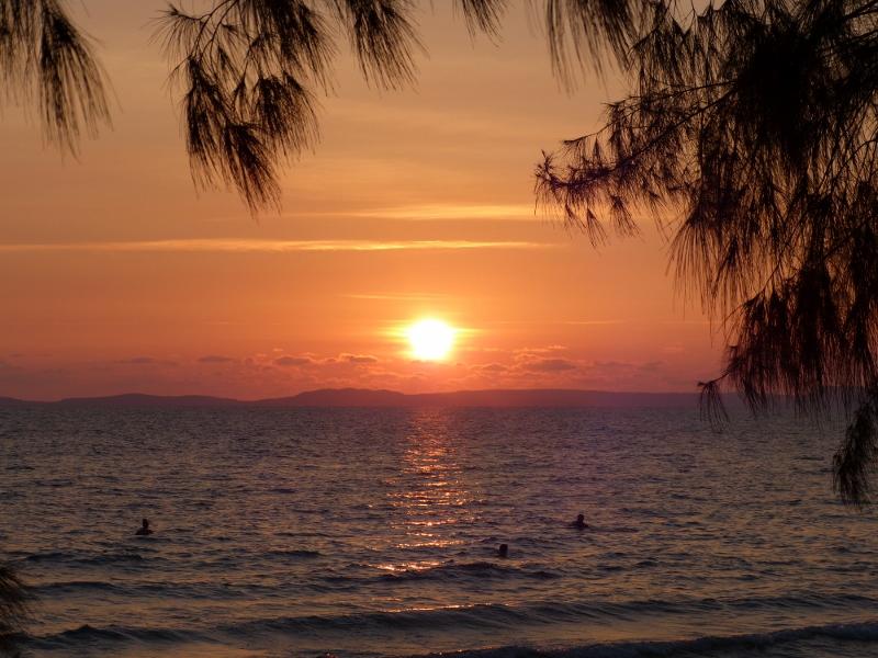 Auringonlasku Otres Beach Kambodza